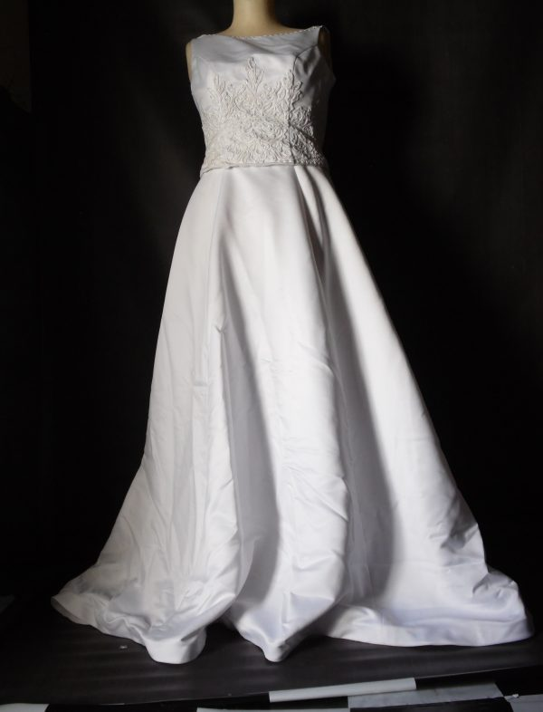 Moncheri simple wedding gown