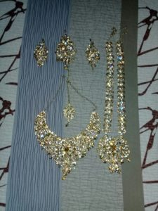 gold earrings wedding accessories