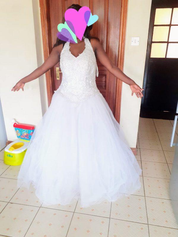 halter neck tulle wedding dress