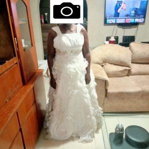 Detailed ruffle wedding dress